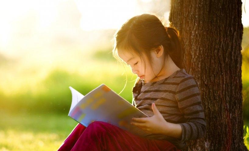 1449499907-o-child-reading-facebook